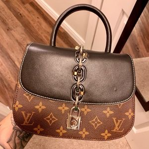 LV Chain in Bag